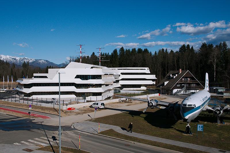 Uspešen zaključek večletnega zelo zahtevnega projektiranja novega Centra za vodenje in kontrolo zračnega prometa (ATCC) Slovenije kontrola zracnega prometa